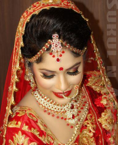 We provide professional airbrush makeup & regular makeup application for special events like weddings and photo shoots.  During the bridal consult, we discuss the details that determine your look on your wedding day. We note the colors, style of wedding gown, hairstyle, jewelry, your personal makeup routine and your skin type. For your wedding day application, you will experience the flawless airbrush makeup application along with those fabulous natural looking lashes we apply. Arrangements can be made to accommodate your entire bridal party.