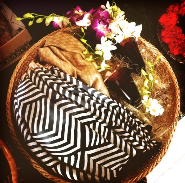 Get your wedding trousseau packed. Gift in style this festive season! Elegant trays and floral patterns available.