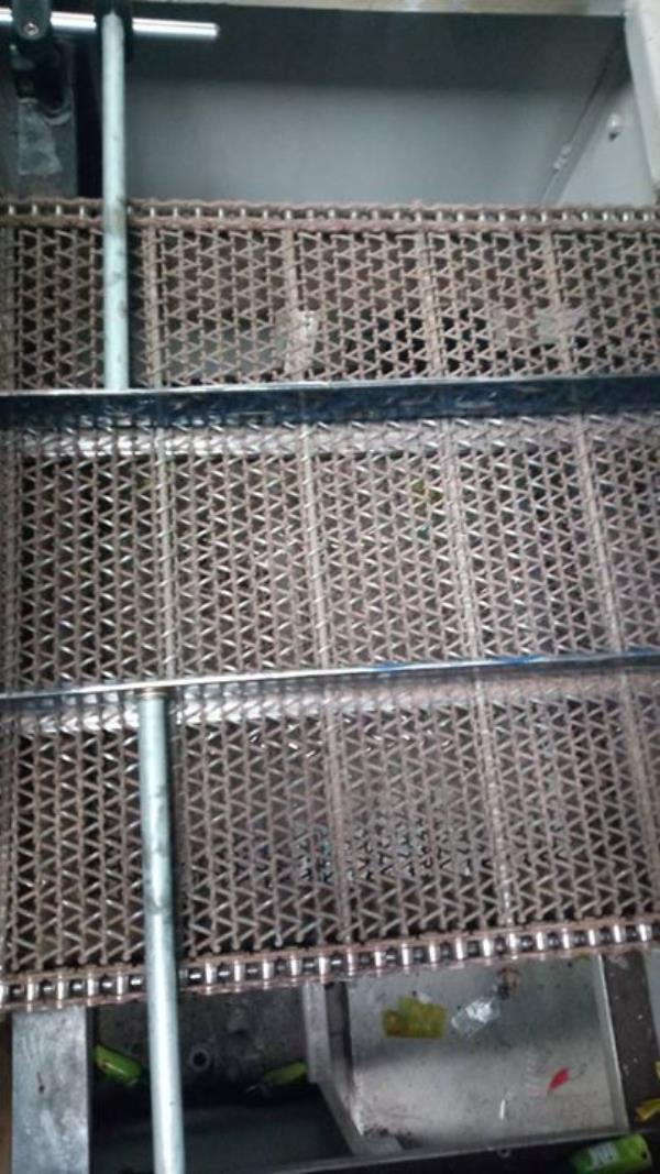 Wire mesh belt with side chain  For more info visit us at http://anjaneyabeltings.com/bizFloat/5a3cc1804b27a00860c053a9/Wire-mesh-belt-with-side-chain-