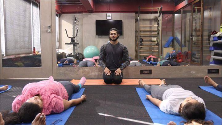 Few Moments of FREE Sunday Yoga Session on 24th December 2017 by @Honnesh kamaria