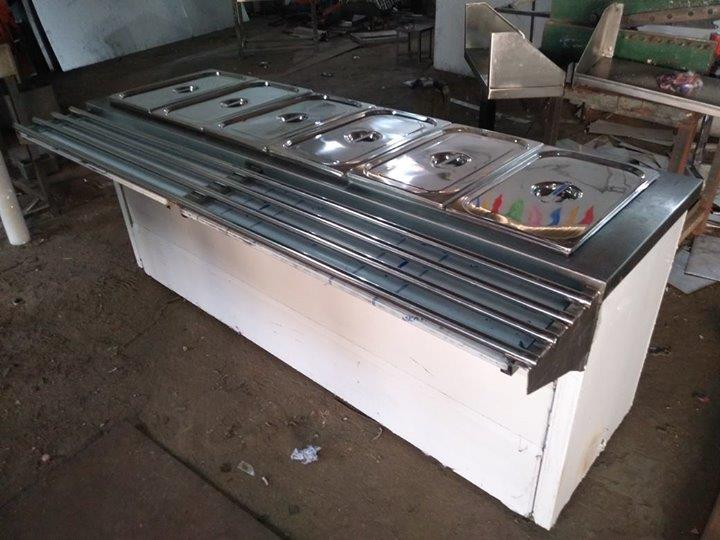 Stainless Steel Baine Marie With Tray Slider For Serving Food In Restaurants, Industrial Canteens, College Canteens, Hospital Canteens & Bonquet Halls For more info visit us at http://smartkitchenequipment.com/bizFloat/5a448d31ecb3730b485841c1/Stainless-Steel-Baine-Marie-With-Tray-Slider-For-Serving-Food-In-Restaurants-Industrial-Canteens-College-Canteens-Hospital-Canteens-Bonquet-Halls