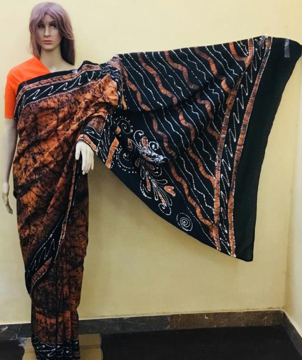Diagonal batic Printed saree with solid blouse. We are Deals in All Kinds  Of Bagru Print Kalmkari Sarees  With Blouse, Kalmkari Cotton Suits  With Chiffon Dupatta, Bagru Print Suits  With Chiffon Dupatta,  Bagru Print Sarees  with Blouse, Bagru Print DressMaterials,  Bagru Print Kalmkari Suits  With Chiffon Dupatta, Kalmkari Sarees  With Blouse,  Printed Cotton Sarees  Printed Cotton Suits  Hand Block Print Sarees  Hand Block Print Suits Printed Cotton DressMaterials Chanderi Suits  Chanderi Sarees & All Types Of Tradetional & Kalmkari Suits  in Hand Block Bagru Print with Super Fine Quality in Pure Cotton Suits  & Chanderi Suits  Etc