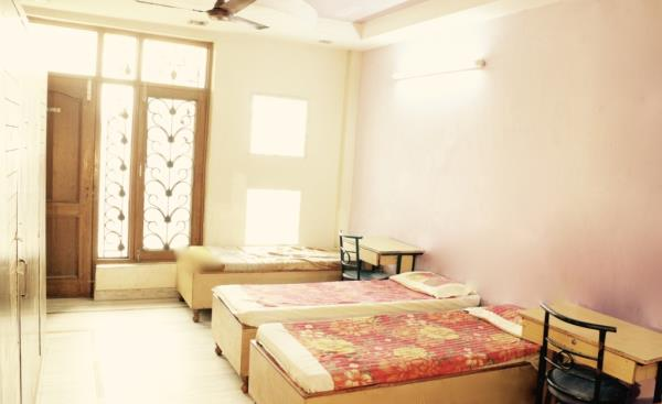 Fully-furnished PGs and hostels with full meals for men in Gurgaon. Single, double and triple sharing rooms are provided. We provide daily housekeeping to keep your bed, room and the overall place neat and tidy. Our buildings are equipped with hygienic kitchens and dining areas to ensure good quality food. We provide purified drinking water and a common refrigerator and WiFi, TV and hot water facilities in all rooms.