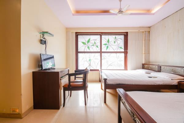 Budget hotel Near Bombay Hospital Haredia Hotel is located near Bombay Hospital... Bombay Hospital is one of the famous hospital in South Mumbai