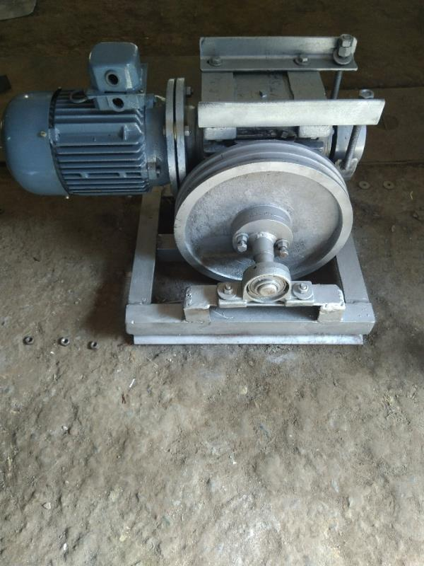 Lift traction machine  We are manufacture of traction machine in Amritsar  Service lift in Amritsar Manual lift in amritsar