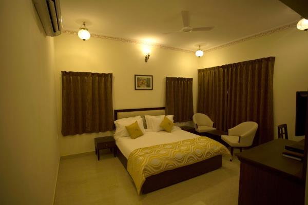 Experience the lifestyle of Maharaj living in a room that oversees the grandies of the lake.