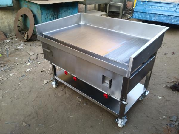 Stainless Steel Hot Plate With Griddle Grill Plate For Hotels , Multi Cuisine Restaurants , Bistros, Commercial Kitchen Equipment Manufacturer In Chennai