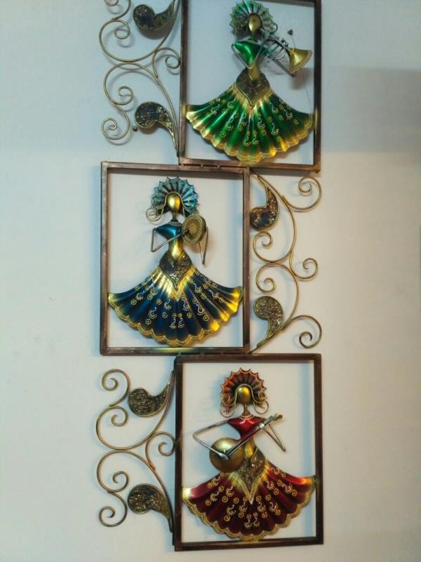 Sculpture Design Manufacturers, Wholesaler & Suppliers in Vadodara, Gujarat.  Looking for Lovely Sculpture Designs for your Drawing Room OR Office than your search is end here @ Tamrapatra in Dakota, Vadodara, Gujarat. For more Details Visit us www.tanaririhastakala.com