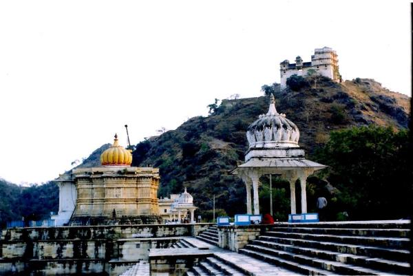 Jagat - Heritage Temples, Hawa Mahal , Ruthi Rani Mahal, Tortoise Rock Jaisamand, Wild Life Sanctuary, Salumber Fort are few tourist places that guests can visit.