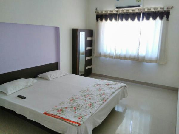 double bed ac room available in hotel arya logging in Morgaon Pune