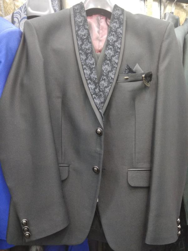 Three piece suit in gray colour made of grasim fabric