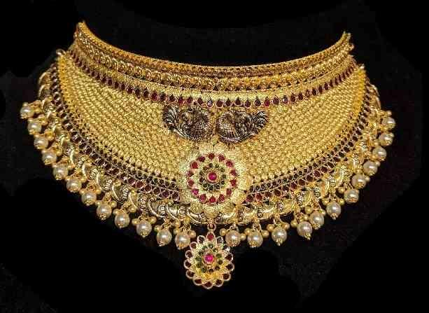 A Choker That Has It All ..! Its A Handcrafted Piece Of Work That has Fusion Of Antique with Kundan, Chakri Stones And Pearls .