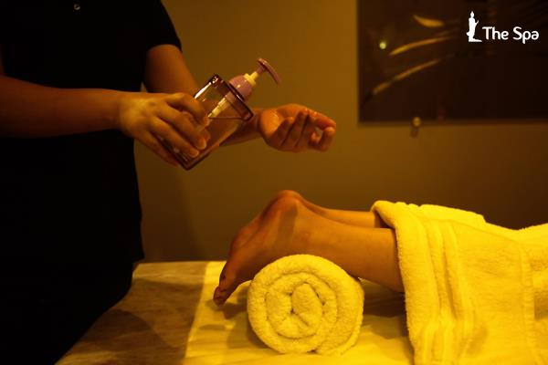 THE LUXURIOUS SPA IN NIKOL  FOOT REFLEXOLOGY (30MIN) Rs999 :- Every part of the connected to the soles of the feet By nerve pathway and subtle energy channels, By massage the foot, these connections are stimulated bring soothing relief to the corresponding body part, whether the sinues, back and neck, lungs, stomach, shoulder, hip or other areas of stiffness or pain   body massage centre  beauty spa spa centre  massage centre  massage centre for men  massage centre for unisex body spa  best spa in ahmedabad Our Massage service is available in  Nikol Ahmedabad Vastral ahmedabad Naroda ahmedabad Narol Ahmedabad CTM Ahmedabad Bapunagar Ahmedabad Near SP ring road Ahmedabad Haridarshan Cross road ahmedabad Kathvada Ahmedabad