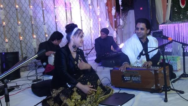 Official Website http://www.activemusic.in/india-delhi-ncr-mehndi-sangeet-hindi-and-banna-banni/   Active Musical Entertainer- +91-9711053553, 9313770610  Banna Banni Singers, Bhaat Ke Geet Singers, Mehndi Sangeet Hindi