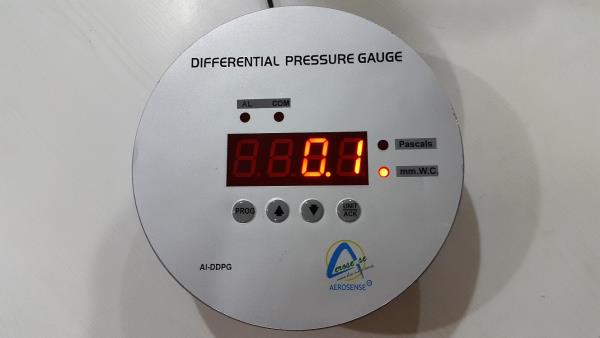 Digital Differential Pressure Gauge Aerosense Differential Pressure Indicator/Transmitter with circular standard Differential Pressure Gage cut out Features: Built in High and Low Buzzer Alarm for process set parameter. Violation with Acknowledgment key. Unit selectable in mm wc /Pascal Integrated 4 Digit Red LED 7 segment Display of standard 0.5