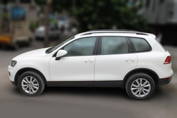 VOLKSWAGON TOUAREG NF(AT) 3.0 TDI (CAMPANELLA WHITE COLOR, DIESEL), 2011 model done only 57, 000km in absolute mint condition. For further info call 7569696666.