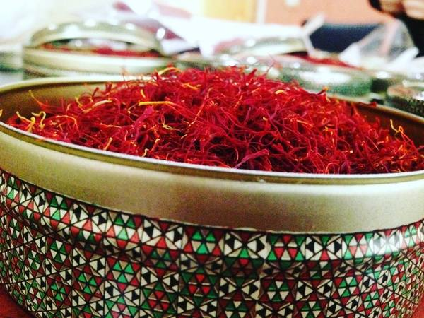 "Poushal has the same power of coloring and aroma as ""All red filaments"" type and it usually use for fantasy and luxury packing.  Pushali could be packed in any bigger packing because of its shape that has more volume rather than sargol and negin. And will be damaged less than the others. For more info and order pls send us direct message or email us  iran saffron saffron supplier saffron saffron exporter  spanish saffron"