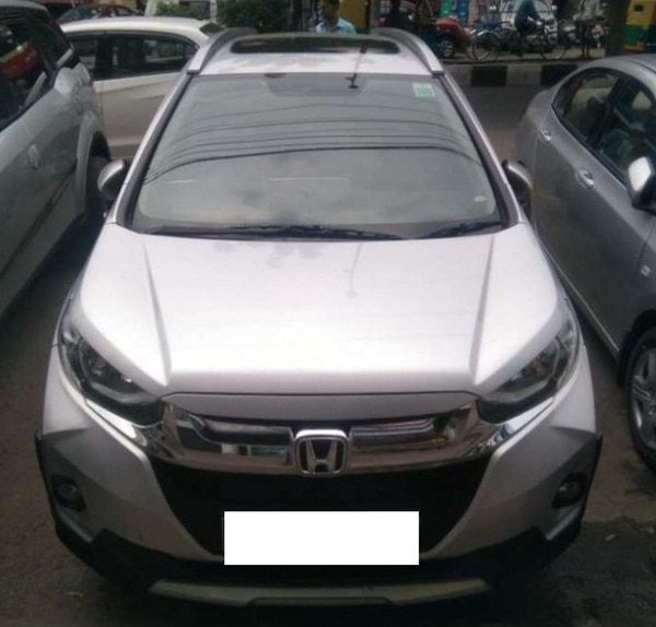 Used Honda WR-V in Delhi NCR  2017 Honda WR-V VX MT With Sunroof, 6000Kms (With services records), Silver colour, Dl Number, Single owner, Full Insured, 8.75Lacs. Finance facility also available, Extended warranty, Leatherite Seats, Like Showroom