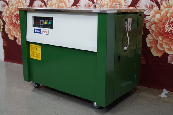Semi Automatic Strapping MachineSemiautomatic strapping machine is suitable for cartons, calcium-plastic cases, books, soft and hard packages as well as all kinds of articles in square, cylinder or annulations. The machine with high table is suitable for general objects, while that with table in middle height is suitable for those packages that are larger or heavier. Strapping machine with very low table is suitable for the packages that are very large or heavy.