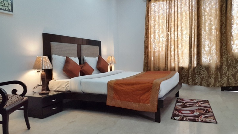 Rent Independent Self Catered Serviced Apartments in Saket, Fully Furnished Serviced Apartments  ... Popular with Medical Tourists to MAX Hospital in SaketFurnished Service Apartments - Saket The Saket Apartments are Located in South Delhi and are at Walking Distance from the Saket Malls of Saket - Select Citywalk, DLF MALLBest Service Apartments Near Max Hospital Delhi
