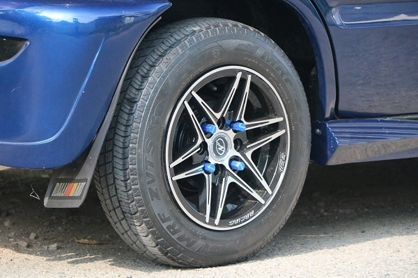 Fitted alloy wheels