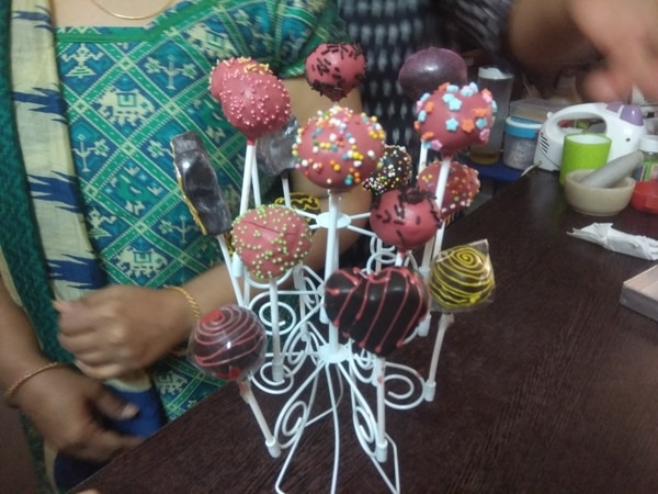 Eggless Cake pops  Chocolate/v
