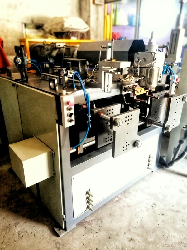 Double Station Blow Moulding Machine : Vardhman Machinery is the Gujarat Top Notch leading manufacturer of Double Station Blow Moulding machine.Best After Sales Service.