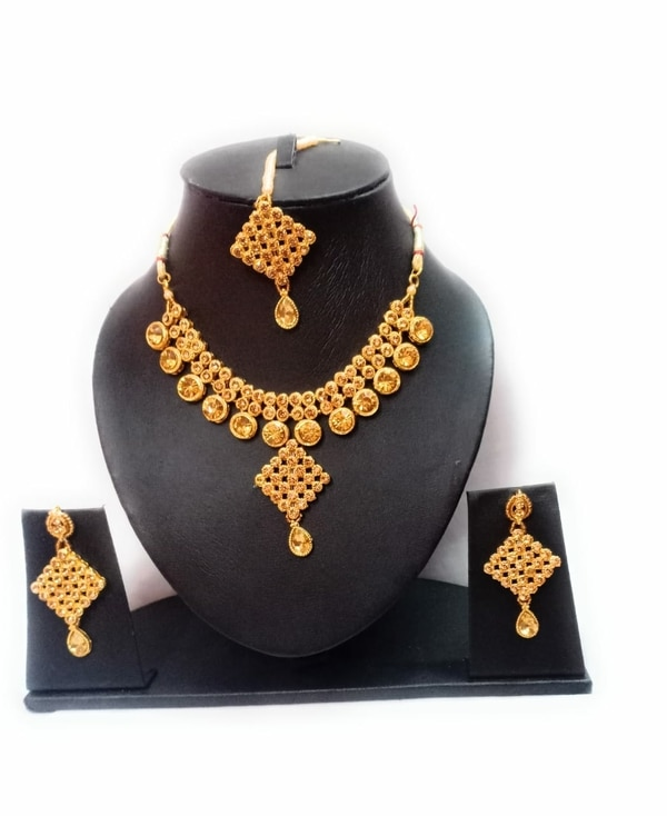 Artificial jewellery by t