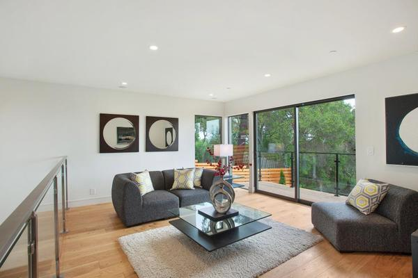 Modern Sitting Room Features L